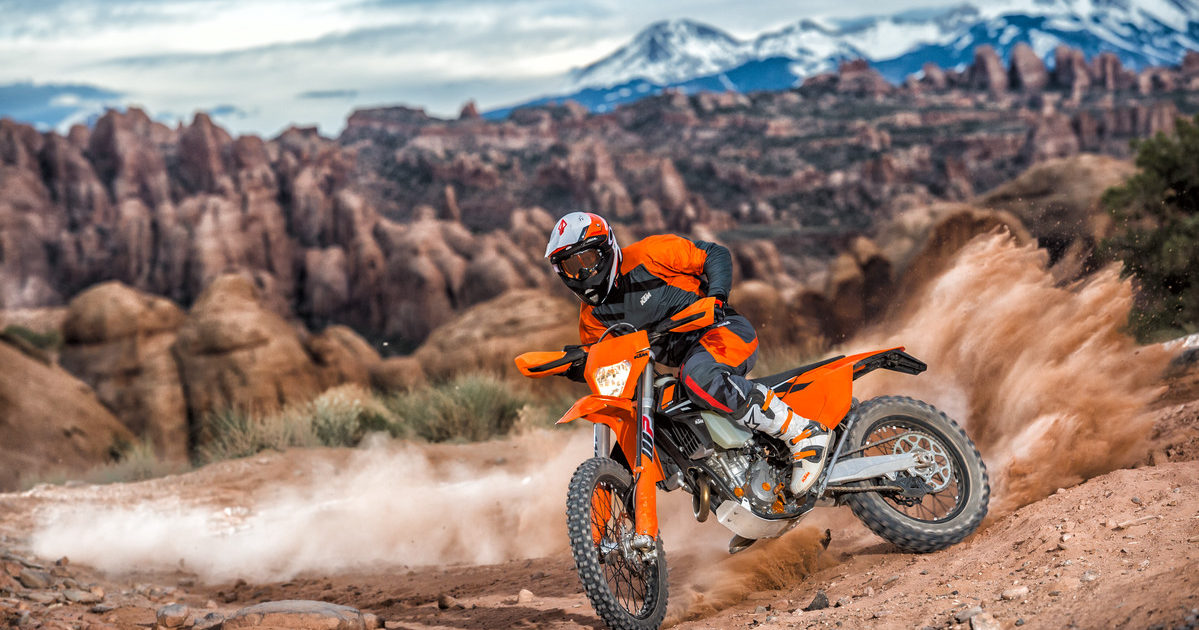 143553_ktm-exc-my-2017-action